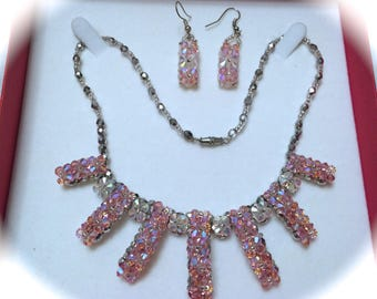 GORGEOUS PINK BRIGHT NECKLACE EARRINGS SET