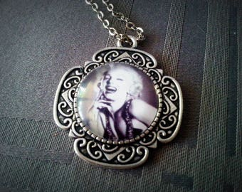 Antique necklace Marilyn, Marilyn Monroe black and white, silver pattern 20mm glass cabochon