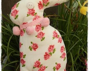Lapin en tissu printanier pour Pâques