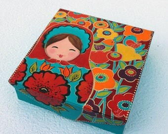 """Russian doll box - """"Marouchka"""" floral background and birds"""