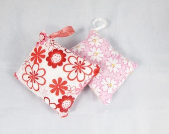 Duo of cushions rougess and rose scented with Lavender