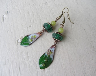 ethnic earrings, drop pendant in copper enamel, glass bead handcrafted sugar and bright green and yellow-green jade gemstone effect