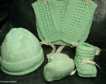 Crossover, bonnet, booties set