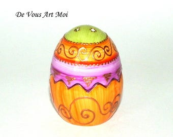 Salt and pepper shakers original egg (two in one) hand decorated porcelain