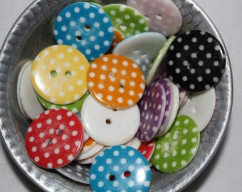 5 round buttons with polka dots