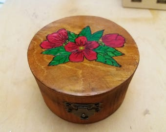 Round box hand-decorated jewellery boxes