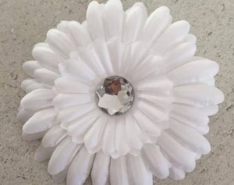 Barrette clip has white/Daisy with Rhinestone flower