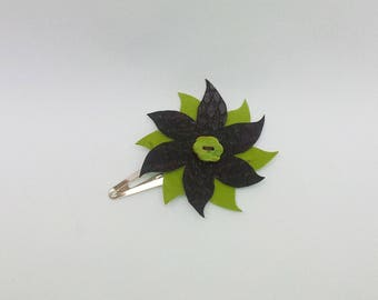 Hair clips decorated with a Brown and green flower (lime)