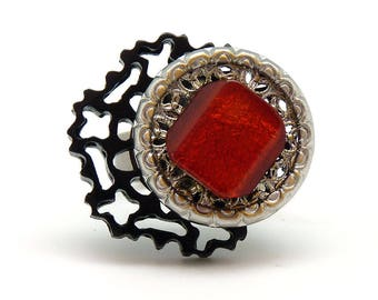Small black and red graphic ring with resin by KUMKA DENTELINA
