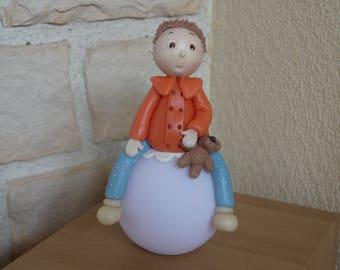 Veilleuse multicolore petit garçon à led en porcelaine froide