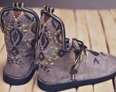 Chaussures artisanales en cuir, babouches montantes, bottes
