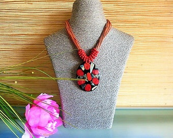Locket necklace in red coral and mother of Pearl amid coconut and pearls glass mounted on leather laces
