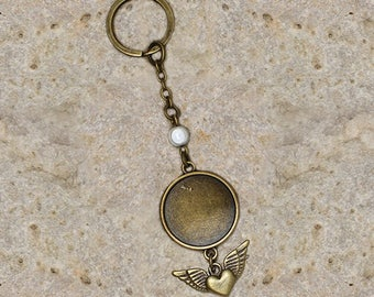 Key chain holder round cabochon 20 mm bronze winged heart