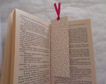 rigid bookmarks made with cardstock and pink flowers fabric
