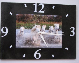 Clock / wall clock in Slate: horses