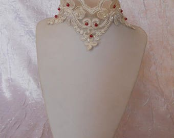 Lace embroidered with beads red and white wedding necklace