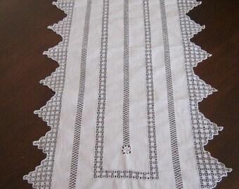 Vintage table runner embroidery Cilaos (N11)