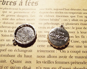 "2 charms ""capsule cola"" silver metal"