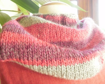 Snood neck knitted colors in a yarn roving, fuchsia, Burgundy and gray tones