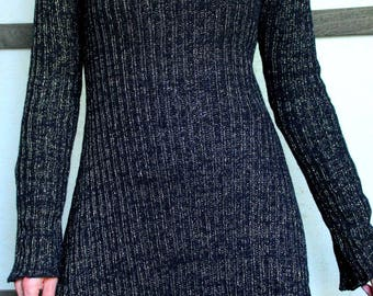 pullover dress with long sleeves knitted woolen black and gold