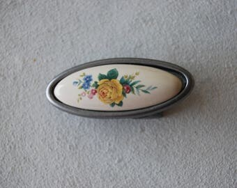 Small oval buckle, printed polymer flowers.