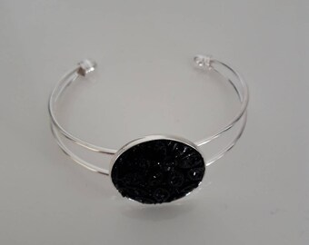 silver bracelet, black cabochon
