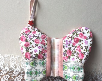 Butterfly-shaped oven glove _ decorative butterfly patchwork