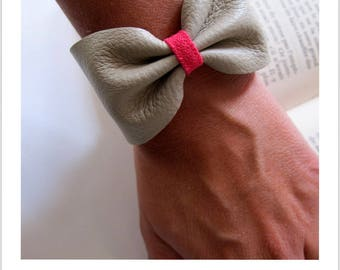Pink fabric light grey leather knot bracelet
