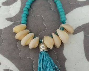 Bracelet with pearls and shells