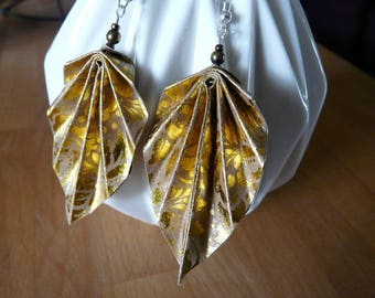 Earrings in origami paper kraft and gold