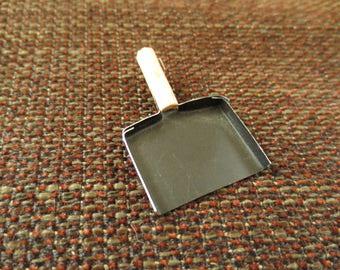 Pelle miniature pour vitrine