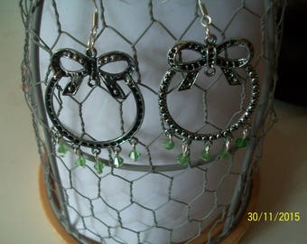 pretty green glass beads and round post earring