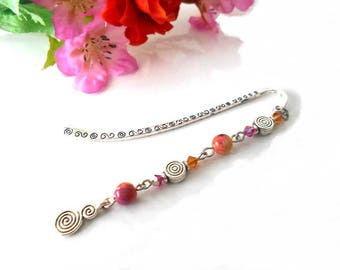 Bookmark pattern spirals with fuchsia beads and Topaz