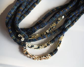 Blue melange and sequins wool necklace