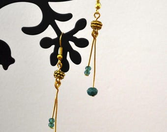 Golden pearls earrings faceted peacock blue - single model
