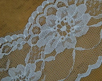 Beautiful white lace, width 6cm, scalloped lace adorned with flowers