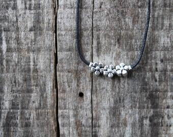 Daisy Flowered Choker Necklace