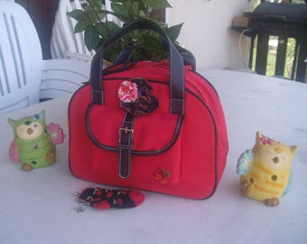 A hand bag and purses