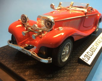 Sleek Red Mercedes Benz 500K with Sound and Light, 1/28,