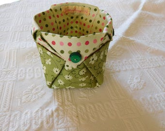 Very original origami folding pouch.