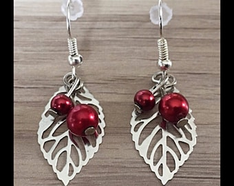 """""""Cherries"""" earrings and its leaf with glass beads"""