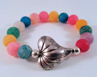 Gemstone bracelet made of bright-matt colored agate beads, silver-plated heart and pearls, elastic band