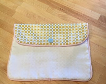 Cute clutch in cotton fabric.