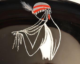 """Assiette-plat de présentation verre noir, peint """"femme des années 20 aux rangs de perles"""" SUR COMMANDE, peinture sur verre opaleisis, Etsy"""