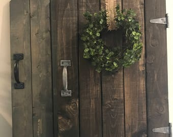 barn door decor, farmhouse decor, rustic barndoor, rustic decor,