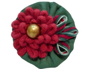 Clip type crocodile shape round retro chic cotton Emerald Green Velvet and Red knitted flower