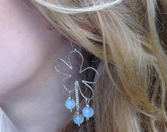 These delicate earrings Flower stone semi precious Moonstone silver plated