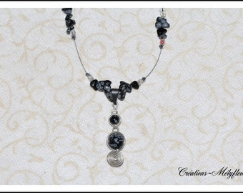 Necklace with natural stones: black and white