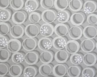 Tissu gris et blanc à formes géométriques,  largeur 110 cm