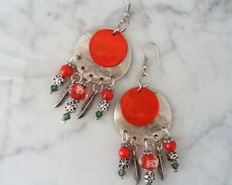 earrings with glass pearls and silver metal flowers
